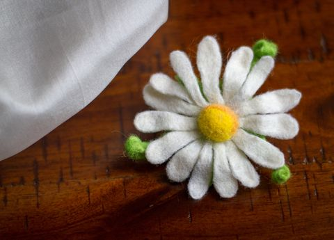 Felted brooches chamomile