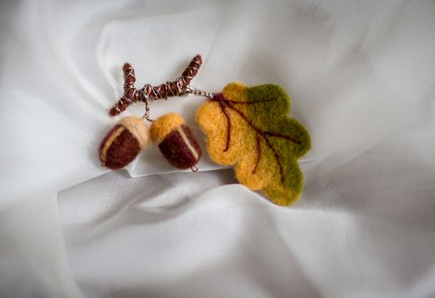 Felted brooches acorn