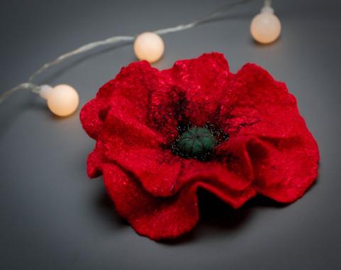 Red poppy flower pin