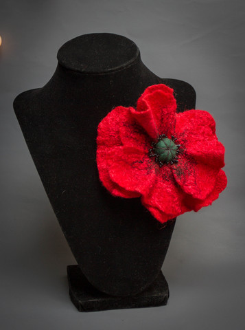 felted Red poppy pin