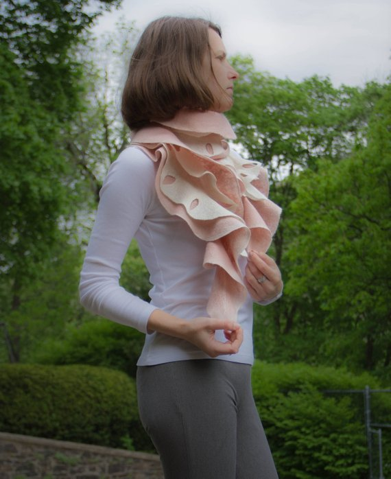 Wool pink scarf
